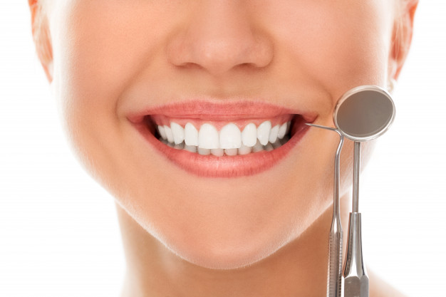 dentist-with-smile_144627-889.jpg