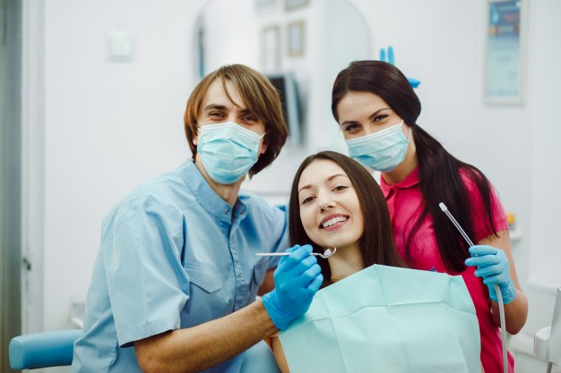 happy-dentists-with-patient_1153-649.jpg